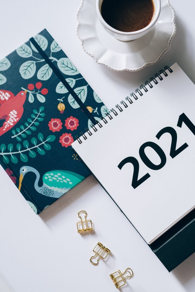 photo of a notebook and a 2021 calendar